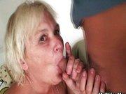 Reife Frau lässt sich vom Freund der Tochter bumsen!