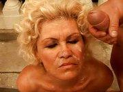 Gangbang Sex mit reifer Oma!
