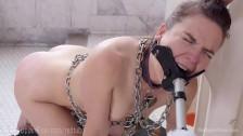 Lesbische Sklavin in Fotzen Pornos gequält