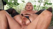 Großmutter beim Outdoor Fotzen Sex